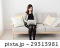 女性 ノートパソコン パソコンの写真 29313981