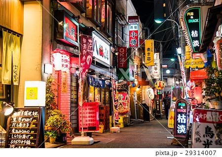 《東京都》赤羽・レトロな飲み屋が並ぶ風景 29314007