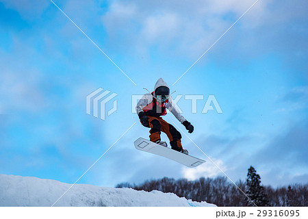 新潟 津南雪まつりでのスノーウェーブ ストレートジャンプ 29316095