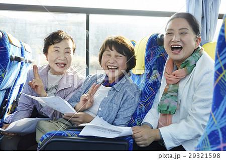 バスツアー バス 女性 29321598