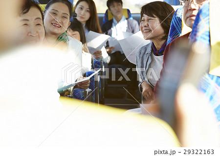 バスツアー バス 乗客 29322163