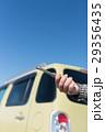 女性 車 故障の写真 29356435