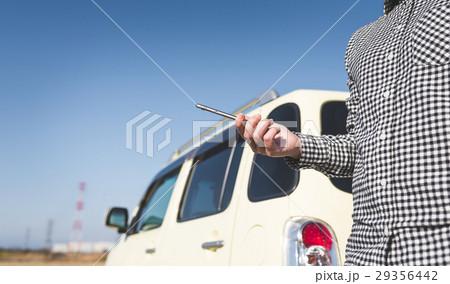 スマホ 車 女性 29356442