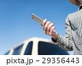 女性 車 スマートフォンの写真 29356443