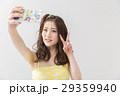 携帯電話 スマートフォン 自撮りの写真 29359940