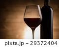 赤ワインとワインボトル 29372404