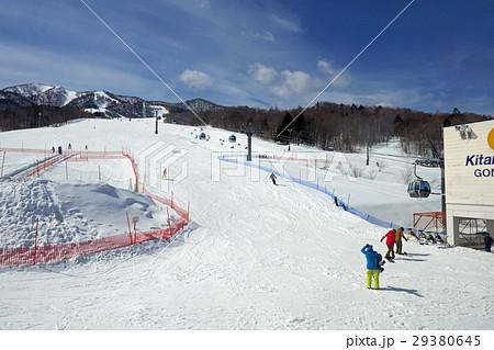 富良野スキー場 北の峰ゾーンのベース付近 29380645