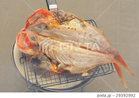 七輪で金目鯛の開きを炭火焼き 29392992