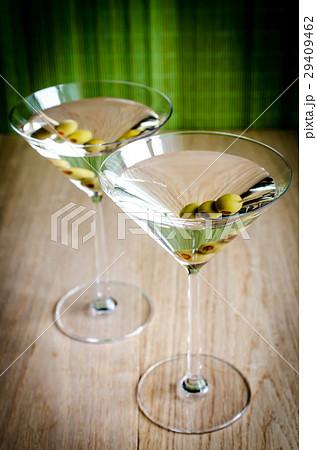 Two olive martini cocktailsの写真素材 [29409462] - PIXTA