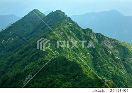 飯豊本山の下りから見るダイグラ尾根・宝珠山 29413405