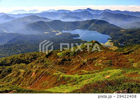 燧ヶ岳から見る尾瀬沼と日光方面の山並み 29422408