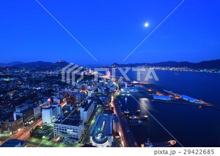 関門海峡の夜景一望(海峡ゆめタワーからの眺め) 29422685