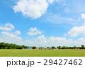 気持ちいい青空と広い公園風景 29427462