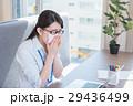 ビジネスウーマン デスクワーク 花粉症の写真 29436499