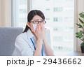 ビジネスウーマン デスクワーク 花粉症の写真 29436662