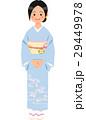 水色の着物を着て立つ女性 29449978