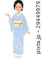 水色の着物を着て案内する女性 29449979