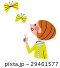春 チョウチョを見上げる女性 29461577
