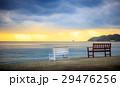夕陽とビーチとベンチ 29476256