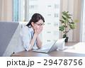 ビジネスウーマン デスクワーク インフルエンザの写真 29478756