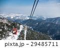 三重県 冬の御在所ロープウェイ 下界が白い 眼下に湯の山温泉街 29485711