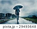 ビジネスマン 傘 雨の写真 29493648