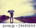 ビジネスマン 傘 雨の写真 29493659