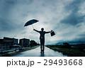 ビジネスマン 傘 雨の写真 29493668