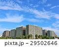 秋の綺麗な青空とマンション風景 29502646