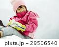 雪国で遊ぶ子供 29506540