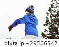 雪国で遊ぶ子供 29506542
