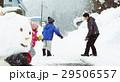 雪国で遊ぶ子供 29506557