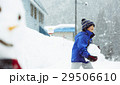 雪国で遊ぶ子供 29506610