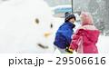 雪国で遊ぶ子供 29506616