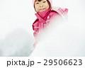 雪国で遊ぶ子供 29506623