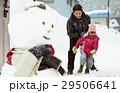 雪国で遊ぶ子供 29506641