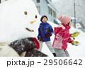 雪国で遊ぶ子供 29506642