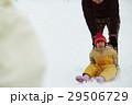 雪国で暮らす家族 そり遊び 29506729