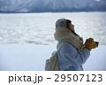 湖畔 冬 女性の写真 29507123