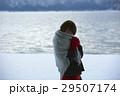 湖畔 冬 女性の写真 29507174