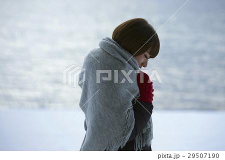 冬の女子旅 雪景色の湖畔 29507190