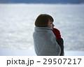 湖畔 冬 女性の写真 29507217