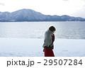 湖畔 冬 女性の写真 29507284