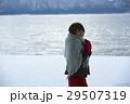 湖畔 冬 女性の写真 29507319