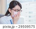 ビジネスウーマン 花粉症 風邪の写真 29509575