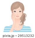 目元のケアをする女性 29513232