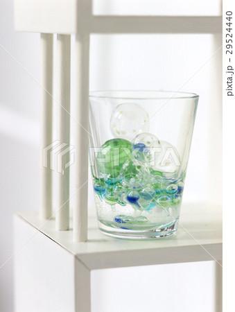 コップとガラス玉の写真素材 [29524440] - PIXTA