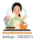 キッチンで料理をしてパニックになる女性 29526371