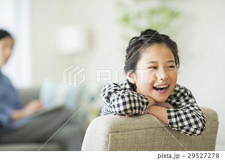 笑顔の女の子 29527278
