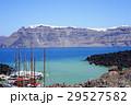 火山島から臨むサントリーニ島のカルデラ 29527582